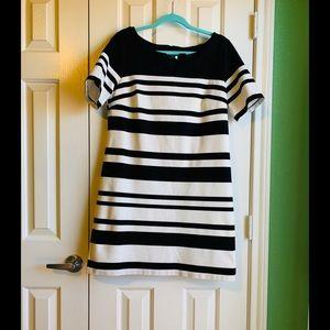 2/$50👗WHBM Black&White Striped Shift Dress